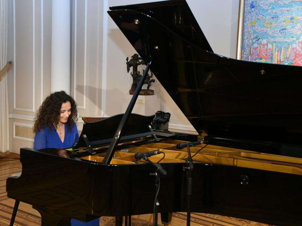 Classic music sounds at National Art Museum